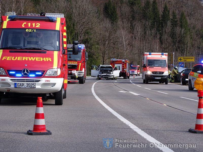 Verkehrsunfall mit mehreren PKW / B23 Oberammergau Süd am 28.04.2021